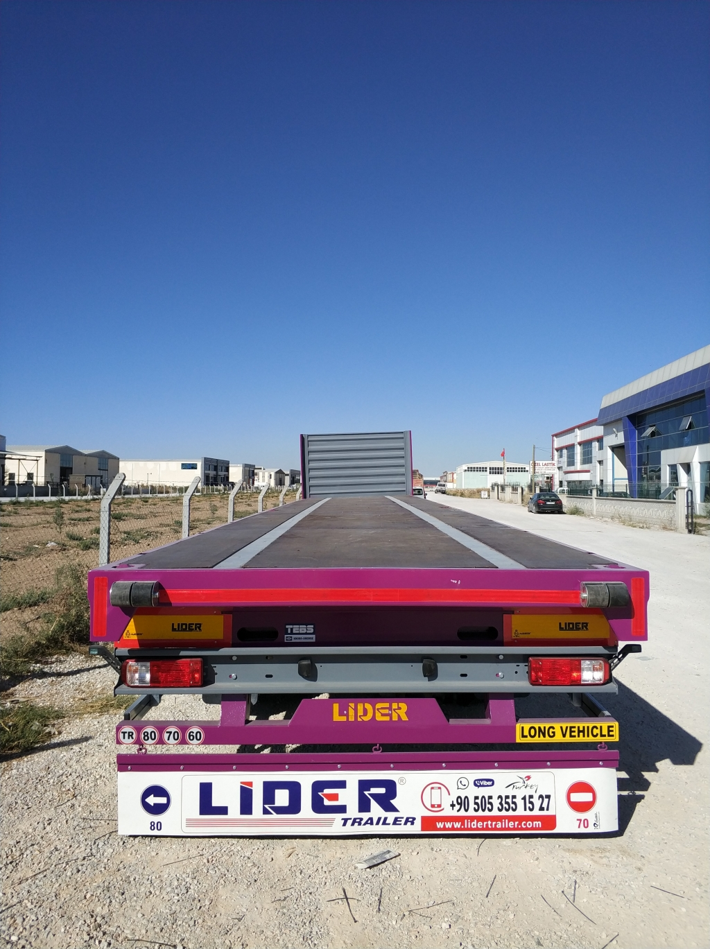 Flatbed semi trailer